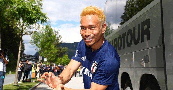 Pro Soccer Player Yūto Nagatomo Goes Super Saiyan to Support Team